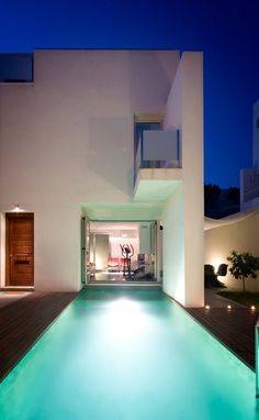 Vivienda Dionisio, Granada, 2005 http://bit.ly/HnDkwN by Luis Ceres - Architect #archilovers #architecture #design #swimmingpools