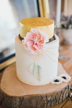 Wedding cake with fondant flower | Laura Power Photography | see more on: http://burnettsboards.com/2014/07/eclectic-wedding-historic-manor-house/