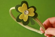 Shamrock headband! Such a cute idea to be festive on St. Patricks Day
