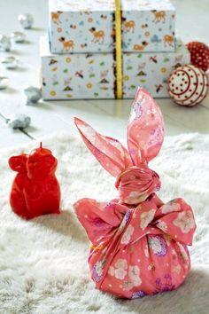 Un lapin en tissus japonais / Furoshiki for Easter http://www.marieclaireidees.com/,un-lapin-en-tissus-japonais,2610153,2032.asp