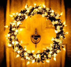 love this wreath for the front door at Christmas
