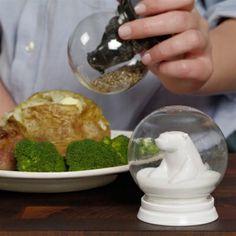 GAMAGO Snowglobe Salt & Pepper  #clever #polarbear #desisgn