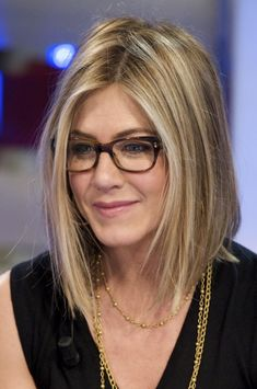Jennifer Aniston with her piecey long bob - top of shoulder with more length in front. Focused lightness around face & ends - sealed with sparkly light golden glaze.