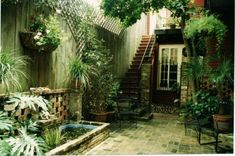 This is what I love about New Orleans...courtyards...everywhere...