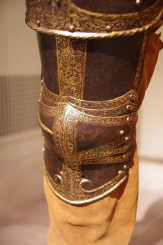 DETAIL OF KING HENRY THE VIII'S ARMOUR