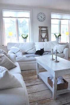 Lovely Scandinavian interior...
