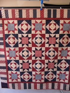 the piano, piano keys, key border, red white and blue quilts, patriot quilt