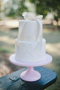 lace #wedding #cake