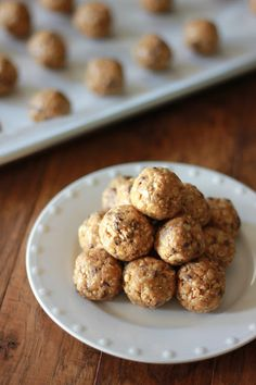 Granola Balls - easy, healthy snack! Perfect for taking away that cookie craving :)