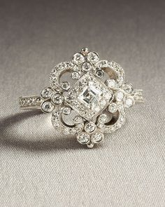 Vintage ring! This is so gorgeous!!