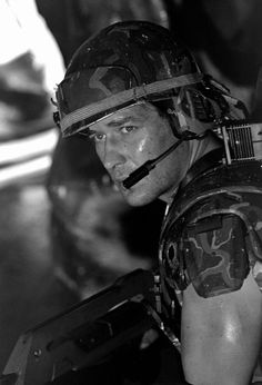 """James Remar asCorporal DwayneHicks.  He was replaced with Micheal Biehnshortly after filming began due to """"creative differences"""" with director James Cameron."""