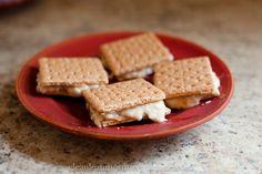 Healthilicious: Frozen Peanut Butter Banana Sammies with a #glutenfree option! Perfect #summer treat!