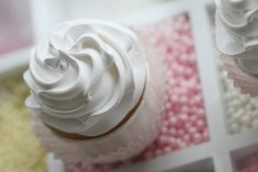 """Passion 4 baking """"A Passion 4 cupcakes, frosting, plus a tutorial"""