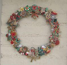 Christmas Wreath Vintage Brooch christmas wreaths, christma wreath, christma pin, bracelet necklac, gold bracelet, vintage brooches, jewelri bracelet, christmas trees, necklac jewelri