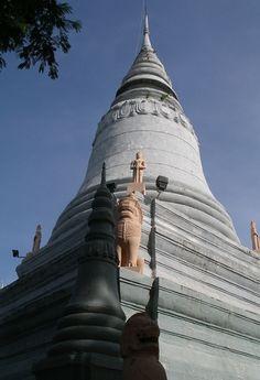Wat Phnom --- stupa