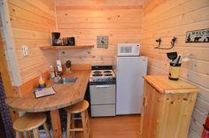 Fully equipped kitchen - http://clamlakewi.com/bearcabinrentallowerclamlakewi.htm