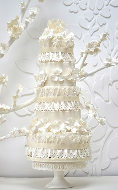 birds and lace wedding cake di Rosalind Miller Cakes
