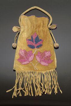 ojibway beadwork | Cowan's Auctions Inc. Image 1 OJIBWA BAG,
