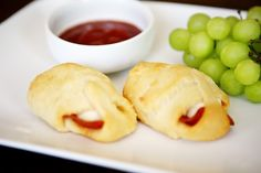 Easy pizza rolls - perfect summer lunch idea for the kiddos!