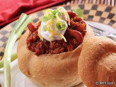 chili in a bread bowl roll, ground beef, bowl chili, food, chilis, bread bowls, chili recipes, breads, soup
