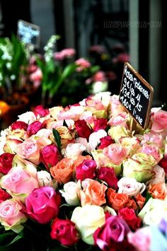 Flower markets are such lovely places… / #florals #roses #colour