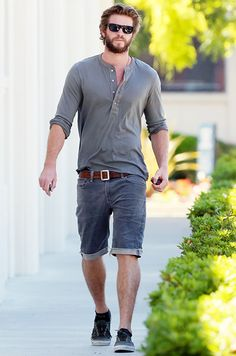 Liam Hemsworth goes shopping in L.A. in an all-gray outfit