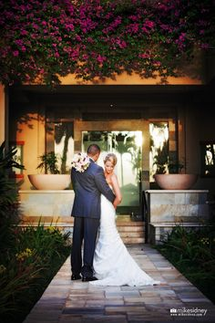 Four Seasons Maui wedding couple / www.mikesidney.com