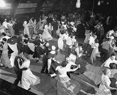 Google Image Result for http://4.bp.blogspot.com/_mUB9YDdqDTQ/RrZl1yOkWgI/AAAAAAAAABs/FGYInB0uyBA/s320/ballroom-dance-chicago-image-1001.gif