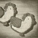 Free 'chicks' potholders pattern - easy step-by-step instructions included to make this set of crochet potholders.