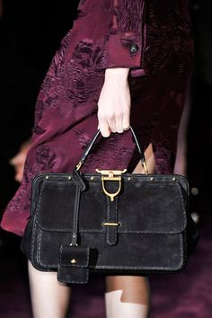 http://www.designer-bag-hub com discount Gucci Handbags for cheap, 2013 latest Gucci handbags wholesale, cheap designer handbags online outlet, free shipping cheap Gucci handbags