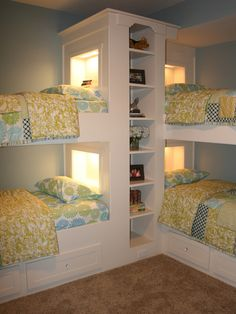 Bunk Beds For Three Kids Design, Pictures, Remodel, Decor and Ideas - page 3 I love the storage space... i'd put everyone's favorite stuffed animal on it so its easy to find for bedtime