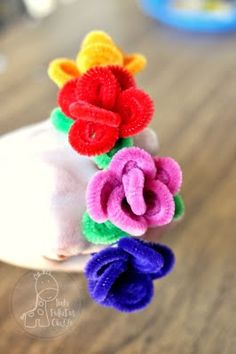 Pipe cleaner rings. My little girls love these!