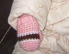 Free Crochet baby mitten pattern