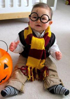 Last minute Halloween costume idea: Harry Potter.  The parenting mobile app that makes sharing a snap. http://kidfolio.alt12.com/ harri potter, diy costumes, halloween costume ideas, harry potter halloween, diy halloween costumes, first halloween, baby costumes, baby halloween costumes, future kids