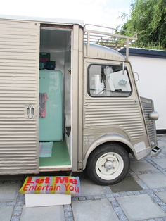 This camper is quirky, like our Daim. Looove the fridge colour!-Love the welcome mat!!!!!