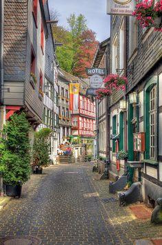 Monschau en la región de Eifel, Alemania