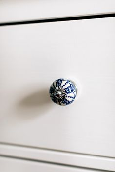 Personalize your furniture with an elegant blue and white cabinet knob. This knob is handcrafted in India by our fair trade partner Noah's Ark.
