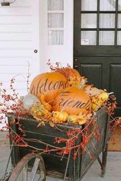 Love this outdoor decoration. Could use a wheelbarrow or wagon...fill with autumn stuff and lots of pumpkins.