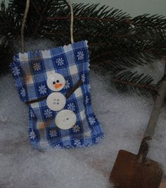 One of the greatest ways to make snowmen is with buttons. Use buttons to make a Christmas decoration with this Button Snowman Mini Pillow. Choose your patterned Christmas fabric, get your sewing needles ready, and you will have this snowman craft finished in no time! Attach a small rope to make the pillow into an ornament, or set it on your mantel. Experiment with different sizes, bigger buttons, and other Christmas patterns for the fabric.