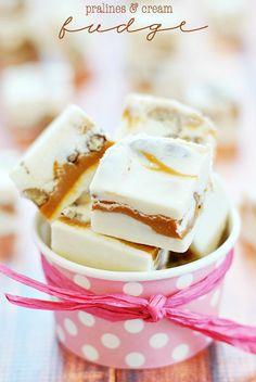 Pralines & Cream Fudge | www.somethingswanky.com