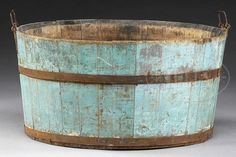SHAKER WASH TUB IN BLUE PAINT.