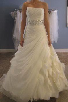 Absolutely beautiful wedding dress.