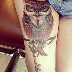 tattoo ideas, thigh tattoos, thigh tattoo owl, color, owl thigh tattoo, amazing thigh tattoo, owl tattoo thigh, coruja tattoo, owl tattoos