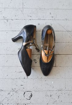 vintage 1920s shoes / 20s mary janes / 20s shoes