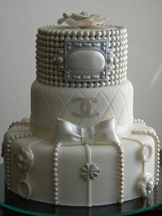 Bolo Chanel by A de Açúcar Bolos Artísticos, via Flickr