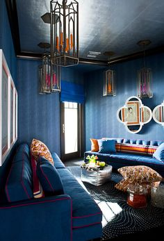 Indigo, a Decorating Classic The designer decided to turn a boring space into something interesting. A success I think.
