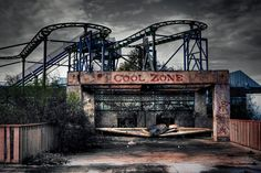 crazy, abandoned, dilapidated six flags theme park
