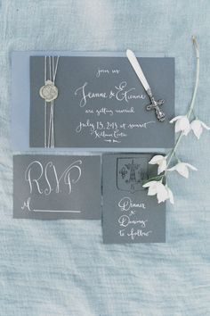 Grey wedding invitat