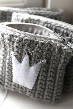 sst haaksel, crochet small bag, crown, knit wishlist, diy knit, coin purses, crochet purses, small bags