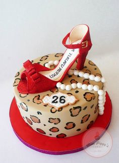 Leopard Print Diva Birthday Cake by Miss Piggy's Cakes, New Zealand.  You'll find this Cake Appreciation Society Member in our Directory at www.cakeappreciationsociety.com